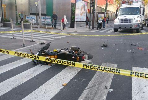 Muere motociclista al ser arrollado en Mariano Escobedo
