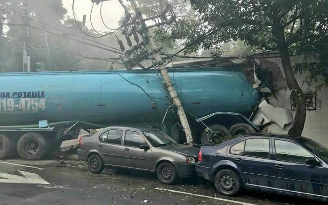 Chofer de pipa culpó a frenos por accidente - Foto de Notimex