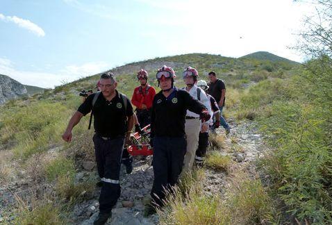 Rescatan a joven lesionado en cerro de Durango