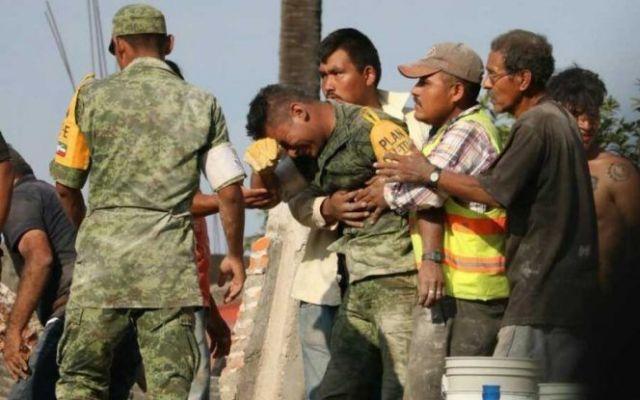Desmienten muerte de soldado que fue héroe en el sismo - Foto de Marco Gil Vega/Facebook