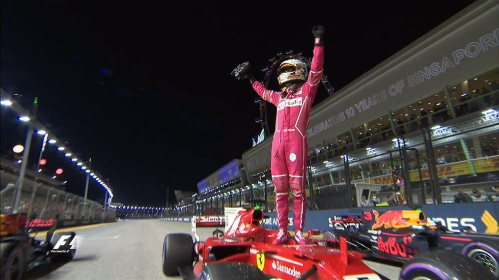 Vettel logra la pole position en el GP de Singapur - Foto de @F1