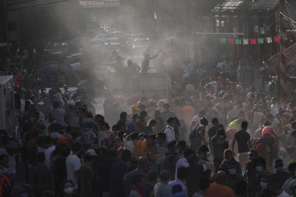 Nuestros hermanos nos necesitan y seguiremos hasta sacarlos de los escombros: voluntarios - Foto de CNN