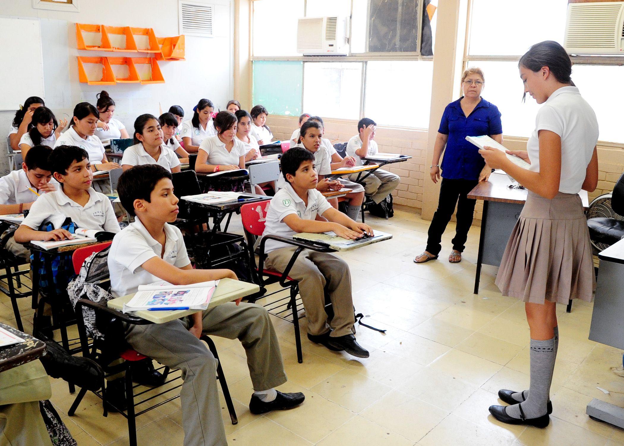 Hermosa Reanudar La Educación Secundaria Estudiante Bosquejo ...