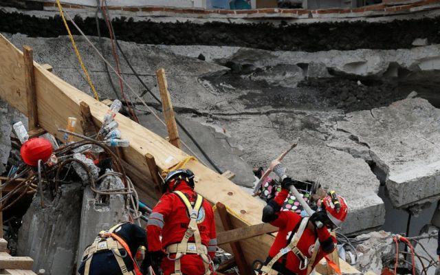 Rescatistas y voluntarios comienzan a retirarse de Álvaro Obregón 286 - Foto de Notirivas