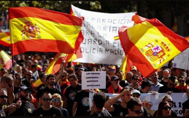 Cataluña vive situación disparata y debe volver a la legalidad: Rajoy