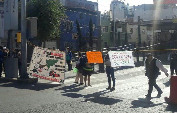Vecinos de Iztacalco reanudan protestas por falta de agua - Foto de @GaboOrtega73