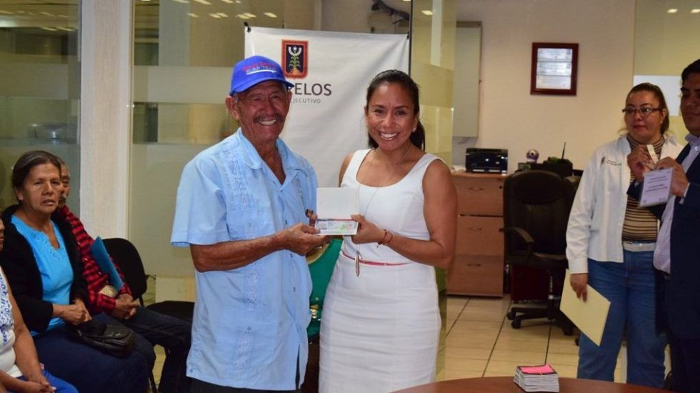 Gobierno de Morelos entrega visas americanas a adultos mayores - Foto de @GobiernoMorelos