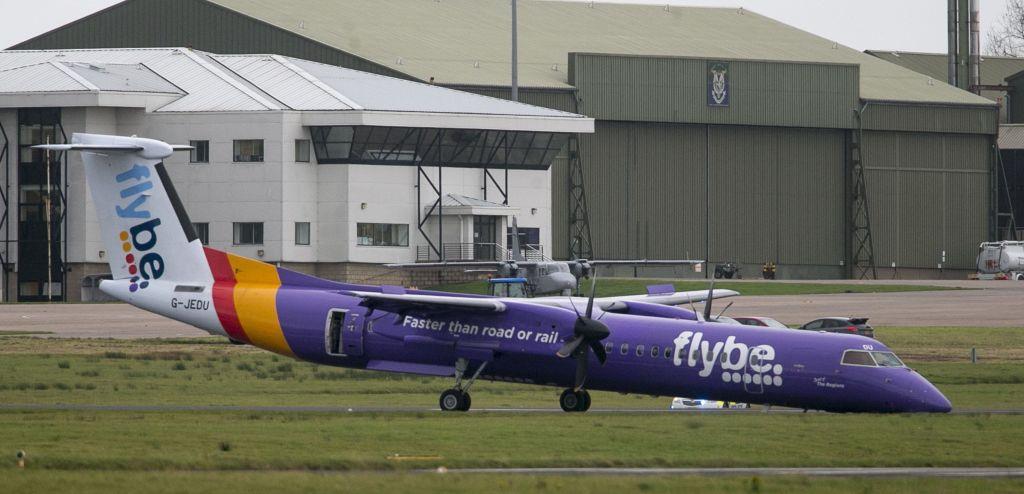 #Video Avión aterriza de emergencia en Irlanda del Norte - El avión que tuvo que realizar un aterrizaje de emergencia en el Aeropuerto Internacional de Belfast en Irlanda del Norte el 10 de noviembre del 2017. (Liam McBurney/PA via AP)