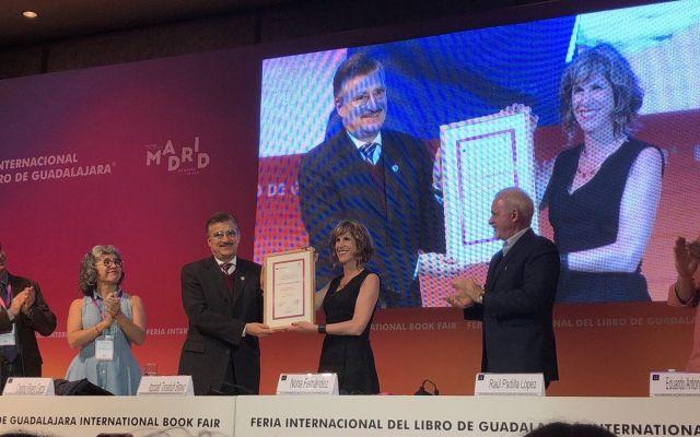Entregan el Premio Sor Juan Inés de la Cruz a la chilena Nona Fernández - Foto de @baradit
