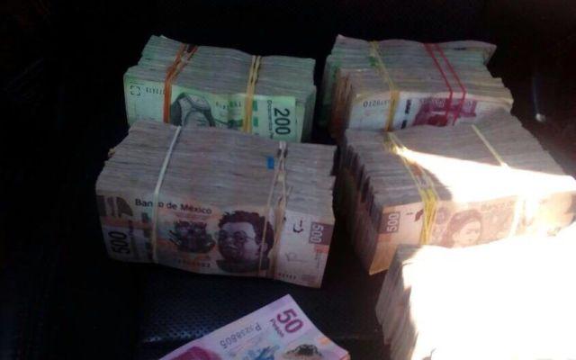 Investigan a policías que no devolvieron completo dinero robado