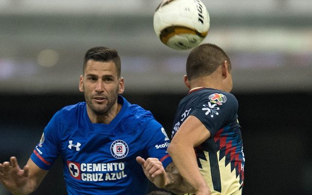 Sancionan seis partidos a Edgar Méndez por escupir a jugador - Action photo during the match America vs Cruz Azul, Corresponding to second leg match of Quarter-finals of the Apertura Tournament 2017 of Liga BBVA BAncomer MX, at Azteca Stadium.  Foto de accion durante el partido America vs Cruz Azul, Correspondiente al partido de vuelta de los Cuartos de Final del Torneo Apertura 2017 de la Liga BBVA BAncomer MX, en el Estadio Azteca, en la foto: Edgar Mendez de Cruz Auzl y Paul Aguilar de America  26/11/2017/MEXSPORT/Javier Ramirez.