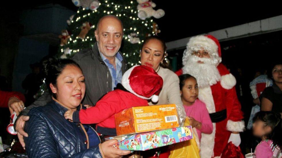 Hijos de reclusas en Santa Martha reciben regalos de Santa Claus - Foto de @Hazaelruizo
