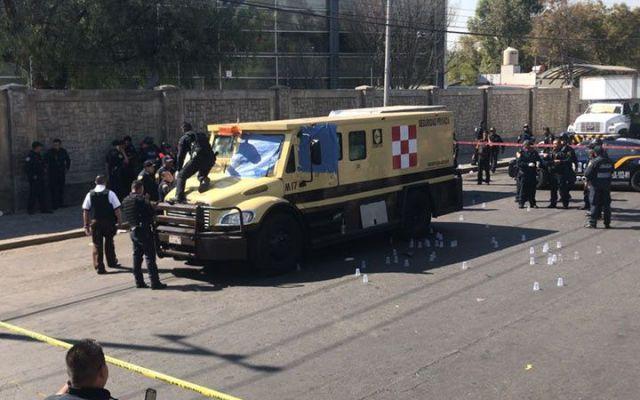 Mueren tres custodios tras intento de robo a camioneta de valores - Foto de Excélsior
