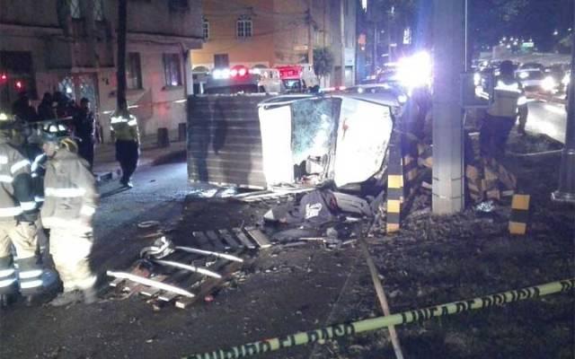 Volcadura de camioneta en Viaducto deja un muerto y dos lesionados - Foto de Excélsior