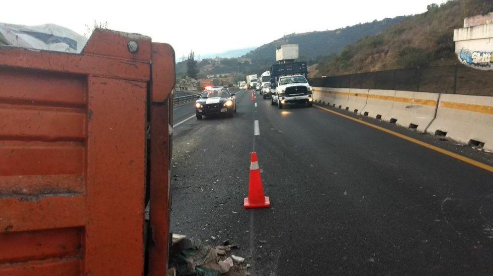 Cierran parcialmente carretera Chamapa-Lechería por accidente - Foto de @PoliciaFedMx