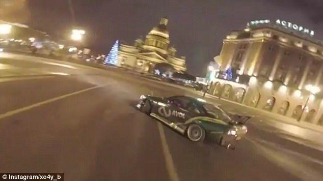 #Viral Deportivo derrapa a alta velocidad en plaza de Rusia