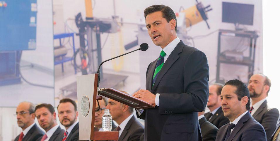 Irritación en los ojos afectó a EPN y funcionarios en evento en Querétaro - Foto de Presidencia de la República.