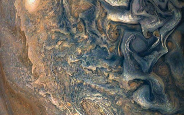 NASA comparte nuevas imágenes de Júpiter - Nubes de Júpiter desde lo alto. Foto de NASA