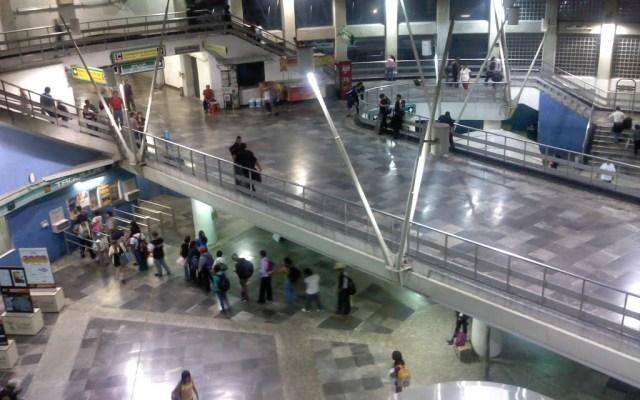 Persona cae a las vías del Metro San Lázaro
