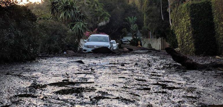 Identifican a dos migrantes mexicanos muertos por deslaves en California - Foto de @KCRWinSB