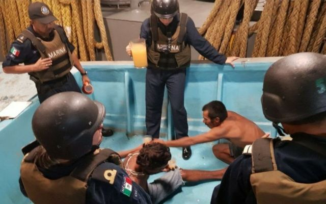 Rescatan a tres pescadores desparecidos en costas de Acapulco - Foto de @SEMAR_mx