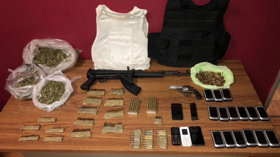 Detienen a tres personas con armas y droga en Edomex tras enfrentamiento