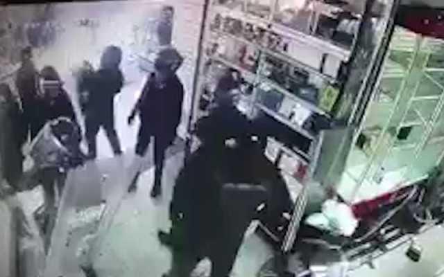 Al menos 10 policías declararon por saqueo en Plaza Meave - Robo plaza meave