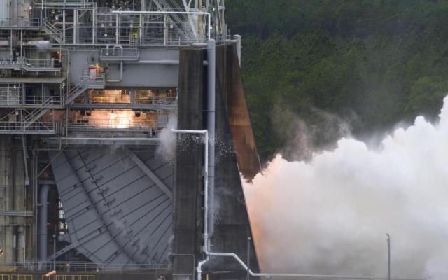 NASA realiza pruebas de motor para cohete - Foto de NASA