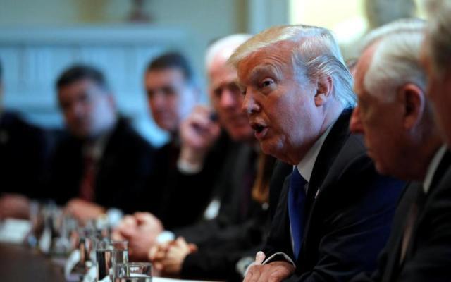Trump se reúne con congresistas para discutir temas de migración - Foto de AP