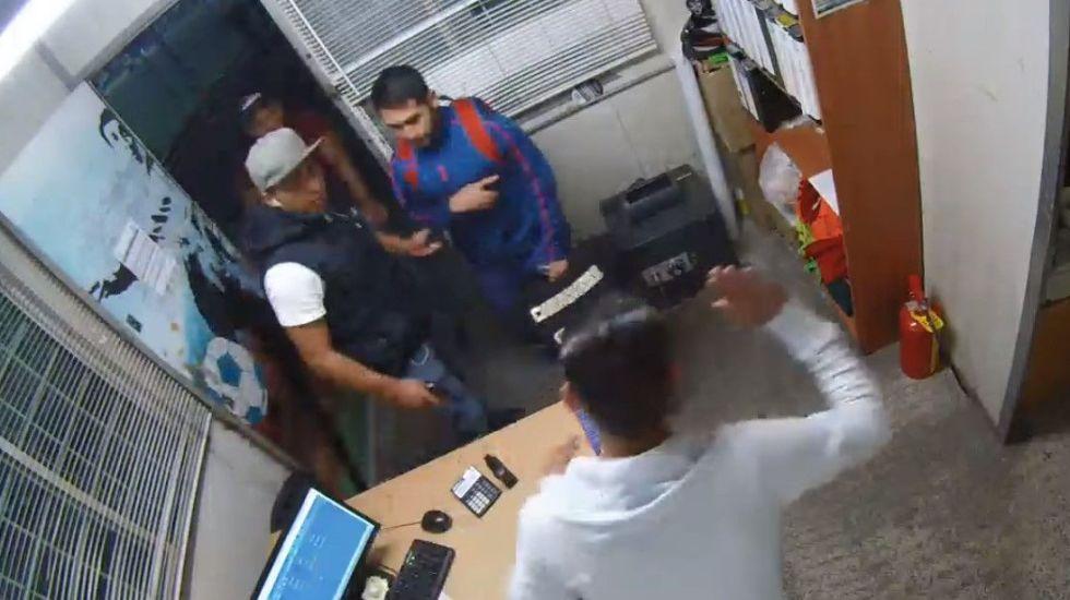 #VIDEO Asaltan oficinas del Velódromo Olímpico en Venustiano Carranza - Captura de Pantalla
