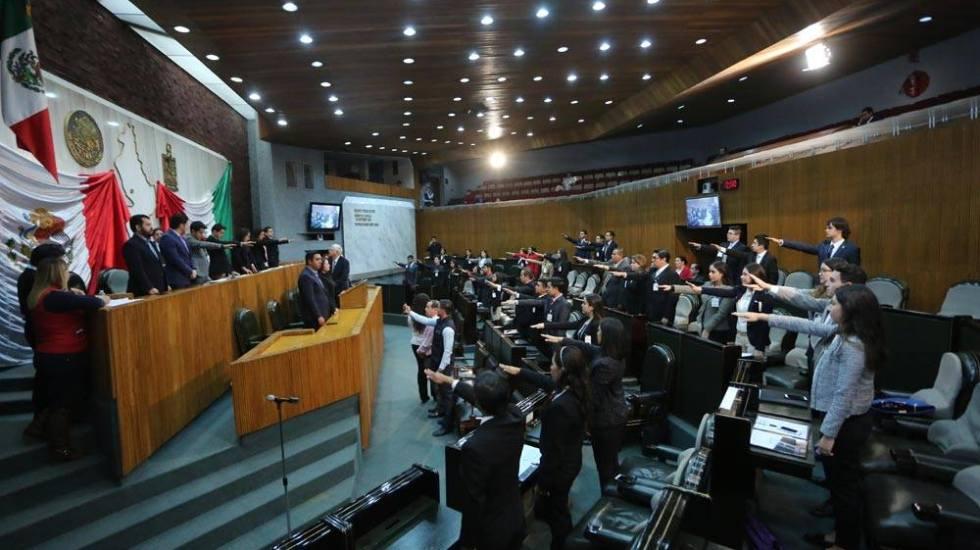 "Captan a diputados de Nuevo León realizando ""votos fantasma"""