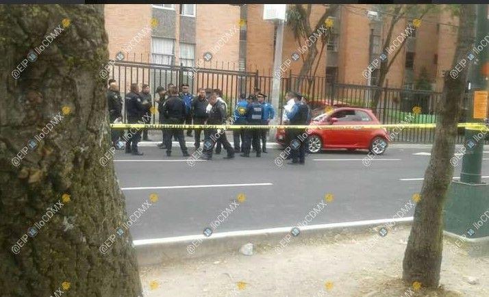 Hieren a balazos a hombre frente a Prepa 8 - Foto: @ElPolloCDMX