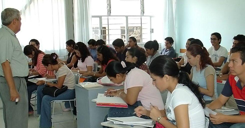 Asignan primeras plazas a docentes de inglés en escuelas normales - Foto de La Vanguardia