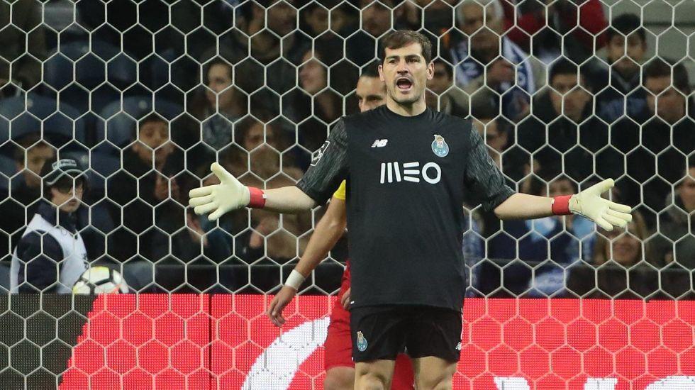Enciende Iker Casillas a los aficionados del Sporting de Portugal - Foto: Facebook.