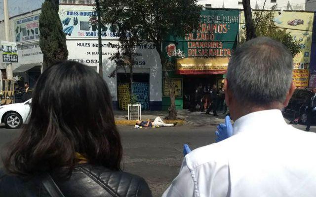Policía balea a presunto asaltante en la Doctores