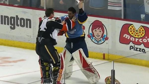 #Viral Pelea campal en partido de hockey sobre hielo