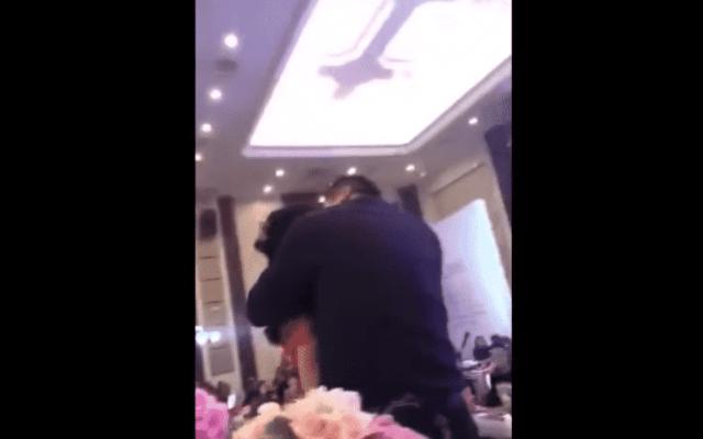#Video Padre del novio besa a la novia durante boda y desata trifulca