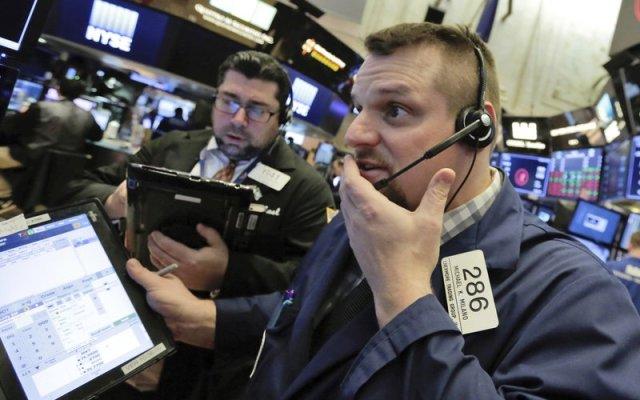 Dow Jones en picada: pierde 4.15 por ciento - Foto de AP