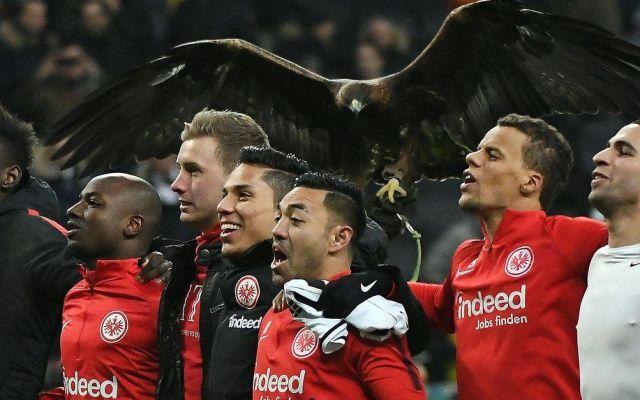 Con Marco Fabián y Salcedo en la banca, Eintracht logra victoria
