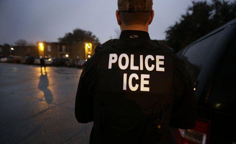 Acusan a abogado de ICE de robar identidad de migrantes - Foto de AP