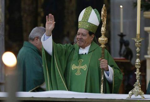 Norberto Rivera oficia su última misa en la Catedral - Foto de Milenio