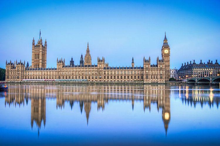 Parlamento británico recibe paquete con polvo blanco
