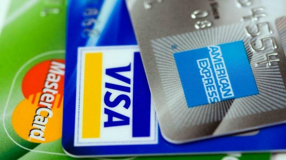 Denuncian nuevo fraude con tarjetas en Facebook - Foto de archivo