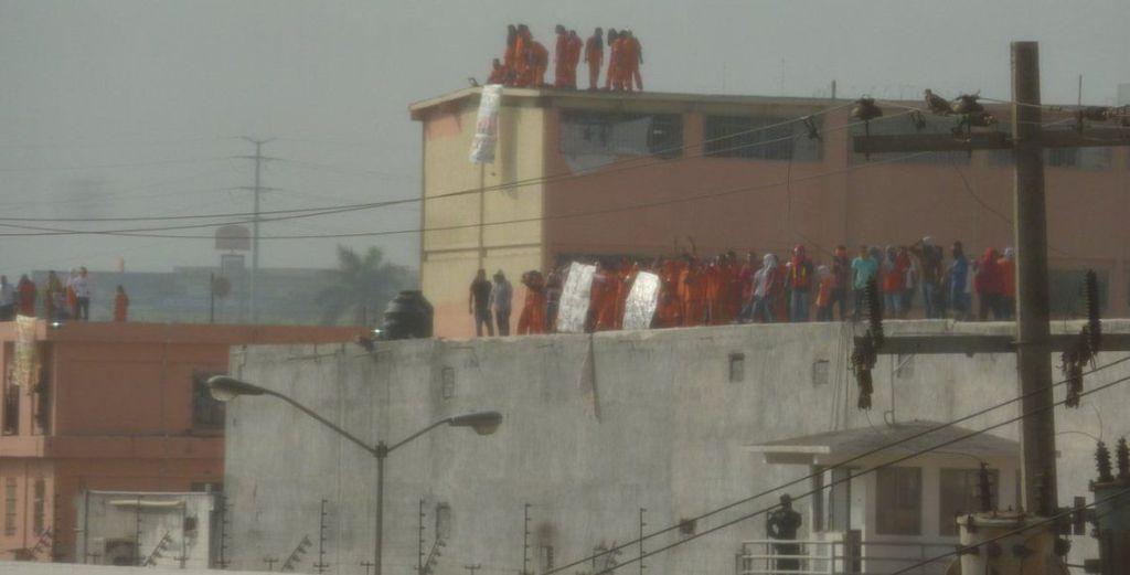 Se registra protesta en penales de Topo Chico y Apodaca - Foto de @LaloAvendano