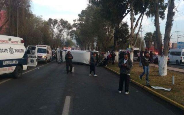 Volcadura en Ixtapaluca deja nueve lesionados - Foto de Quadratín