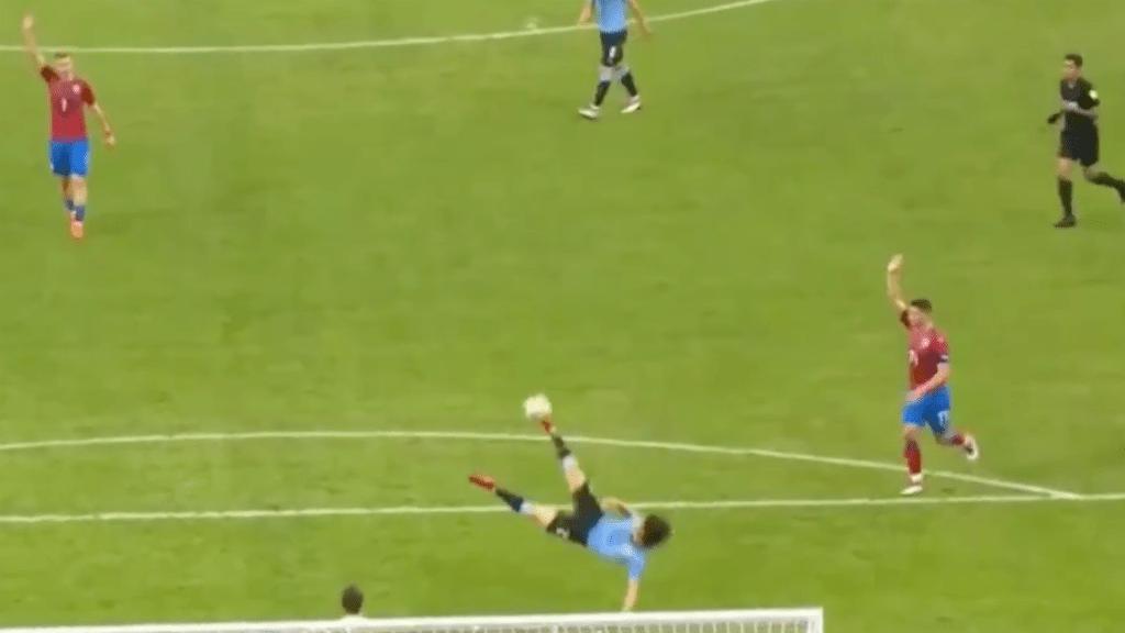 #Video Golazo de Cavani en triunfo de Uruguay a República Checa 2-0
