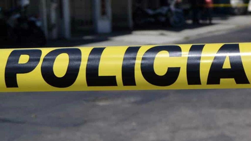 Investigan muerte de mujer y sus tres hijas en Nuevo León - Acordonamiento de la escena del crimen