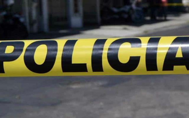 Abandonan dos cuerpos embolsados en Iztapalapa - Acordonamiento de la escena del crimen