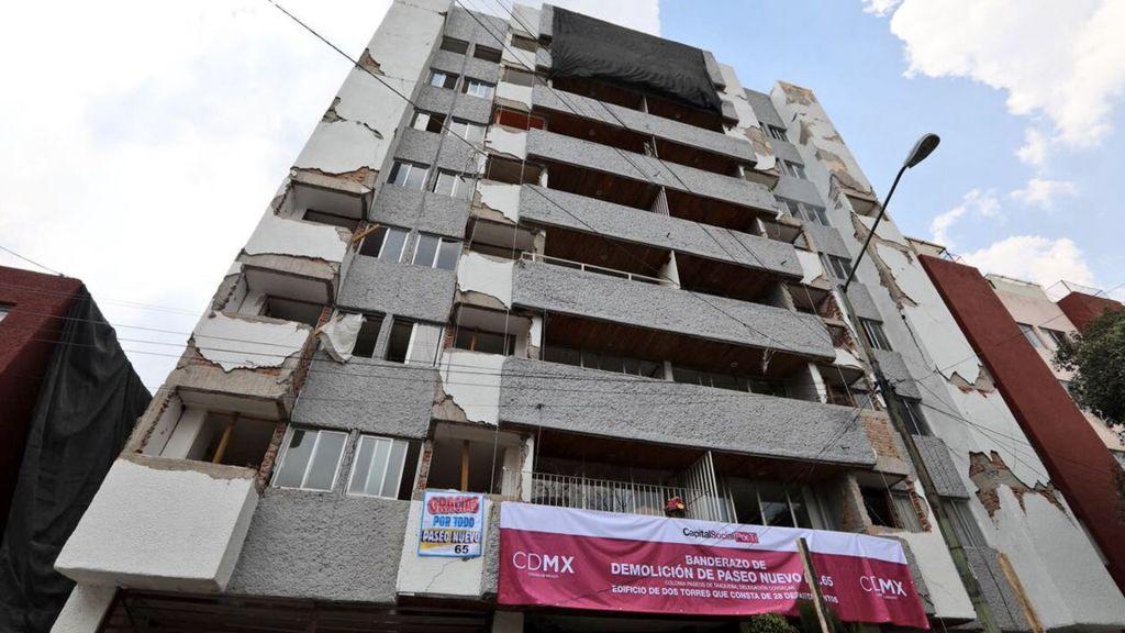 Inician labores de demolición de edificio en Paseos de Taxqueña afectado por sismo - Foto de Twitter Miguel Ángel Mancera