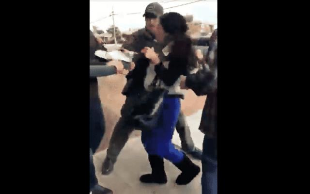 #Video Detención de migrante en San Diego causa polémica - Captura de pantalla